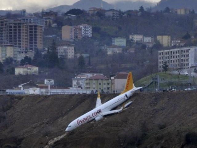 162 escapes death as Turkish plane skid off runway